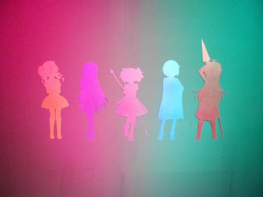 魔法少女達の切り絵2。時間と共に色が変わります